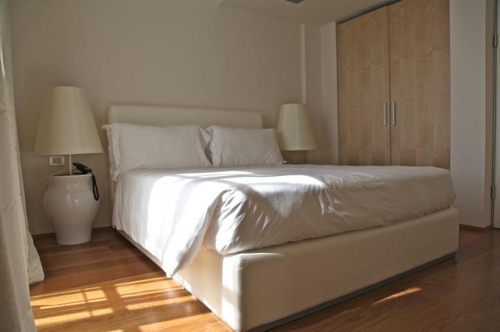 maison moschino milan nuit test et r servation. Black Bedroom Furniture Sets. Home Design Ideas