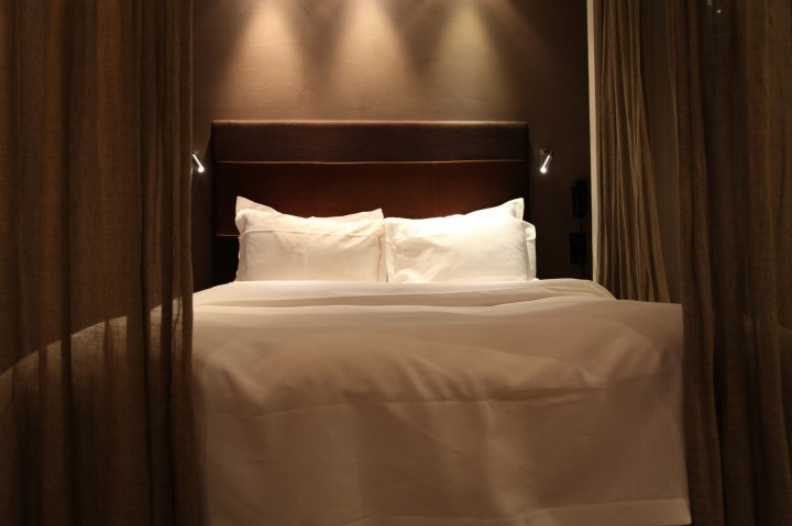 songe d 39 une nuit cach e jeux d 39 adultes au hidden hotel paris silencio. Black Bedroom Furniture Sets. Home Design Ideas