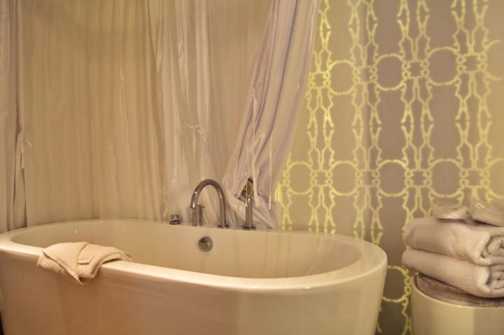 Hotel-Gabriel-Marais-Paris-Silencio-Chambre-Glow-bathroom