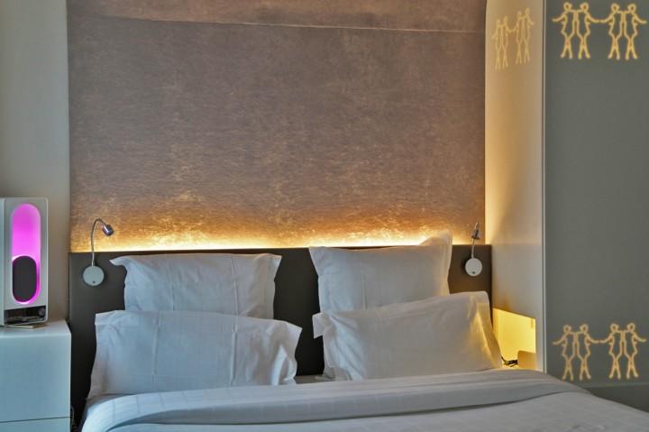 Hotel-Gabriel-Marais-Paris-Silencio-Chambre-Glowing-lit