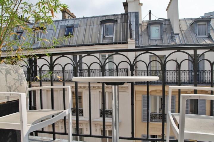 Hotel-Gabriel-Marais-Paris-Silencio-Chambre-Glowing-terrasse