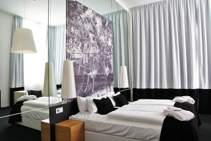 Hotel-Sir-FK-Savigny-Berlin-Silencio-Medium-room 01