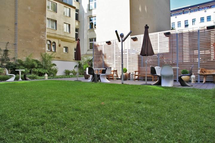 Hotel-Sir-FK-Savigny-Berlin-Silencio-garden