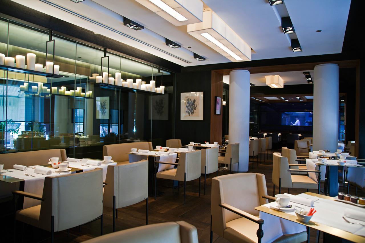 D jeuner dans un restaurant d 39 h tel de luxe paris les for Hotel paris design luxe