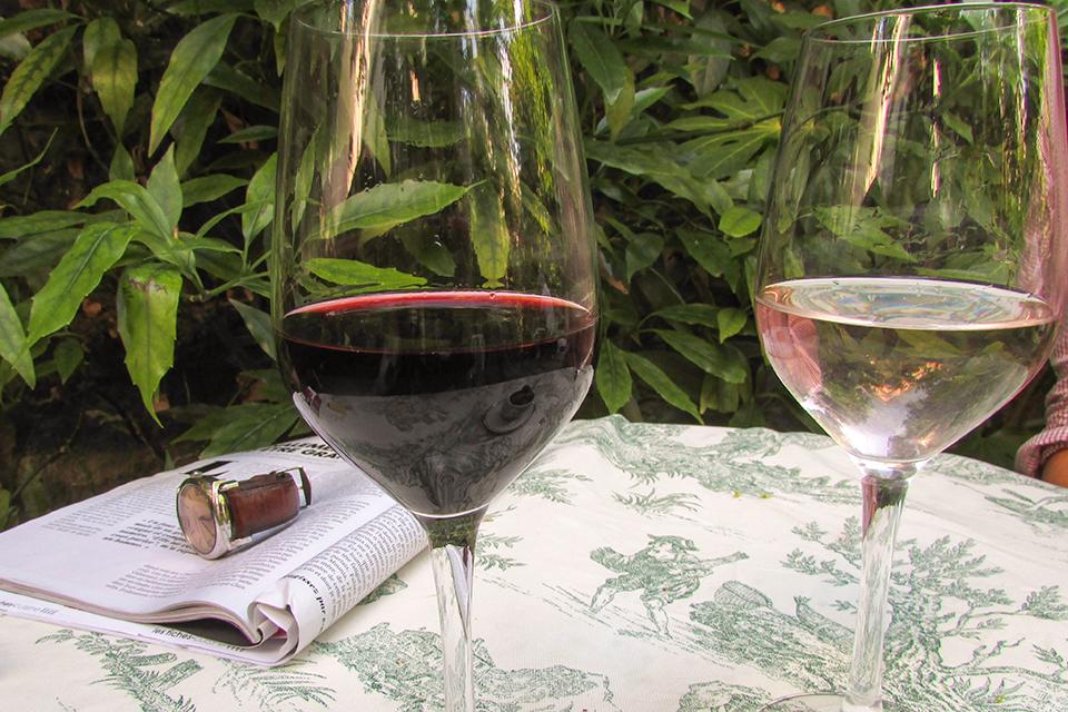 Hotel-Particulier-Montmartre-Bar jardin-Silencio-verres