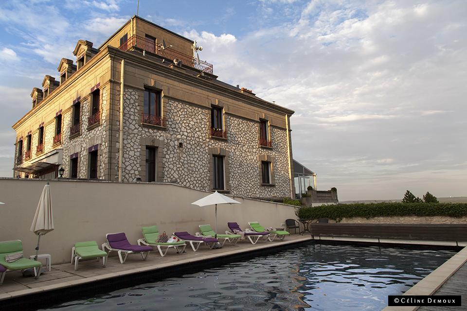 piscine-domaine-corniche-hotel-proche-paris