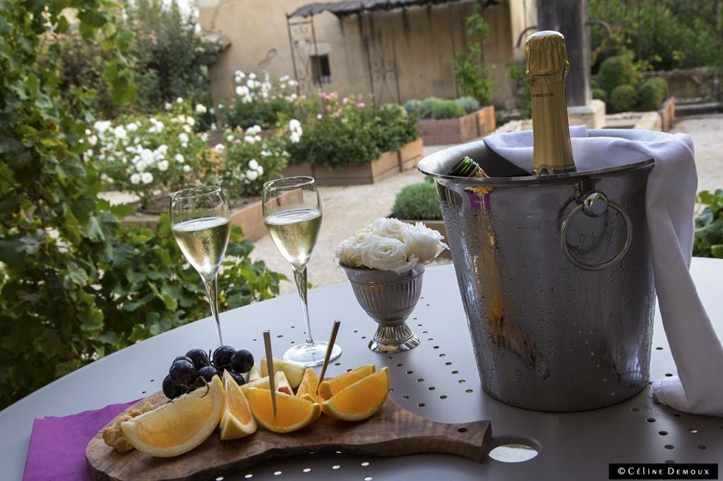 Hotel-Le hameau-des-Baux-Paradou-Silencio-chambre chapelle-aperitif