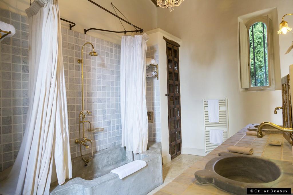 Hotel-Le hameau-des-Baux-Paradou-Silencio-chambre chapelle-salle de bains