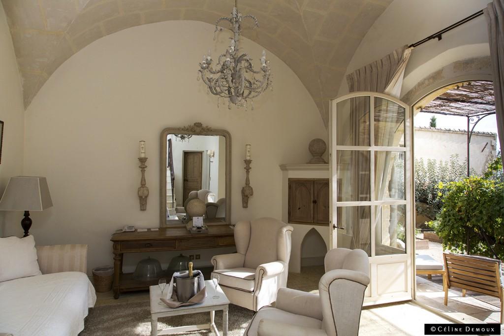 Hotel-Le hameau-des-Baux-Paradou-Silencio-chambre chapelle-salon 02
