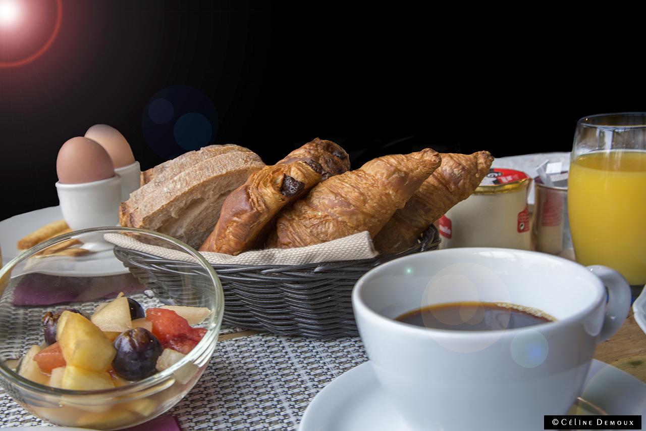 Le hameau des baux une retraite de luxe en plein paradis - Image petit dejeuner amoureux ...