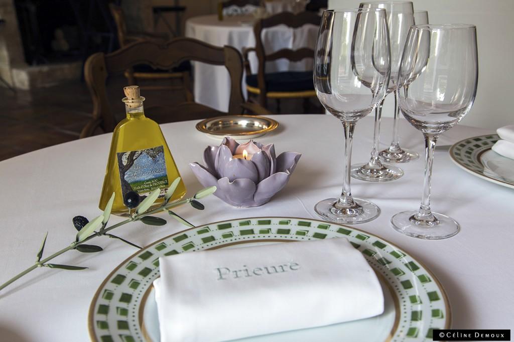 Le-Prieure-Relais-Chateau-Villeneuve-les-Avignon-Silencio-Restaurant-table