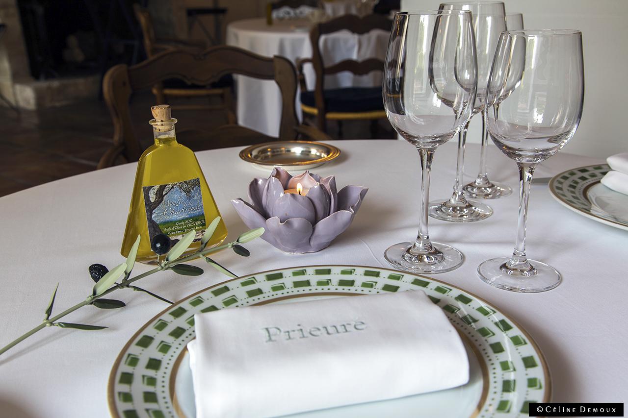 Le restaurant du prieur la cuisine en finesse et - La table des saveurs villeneuve les avignon ...