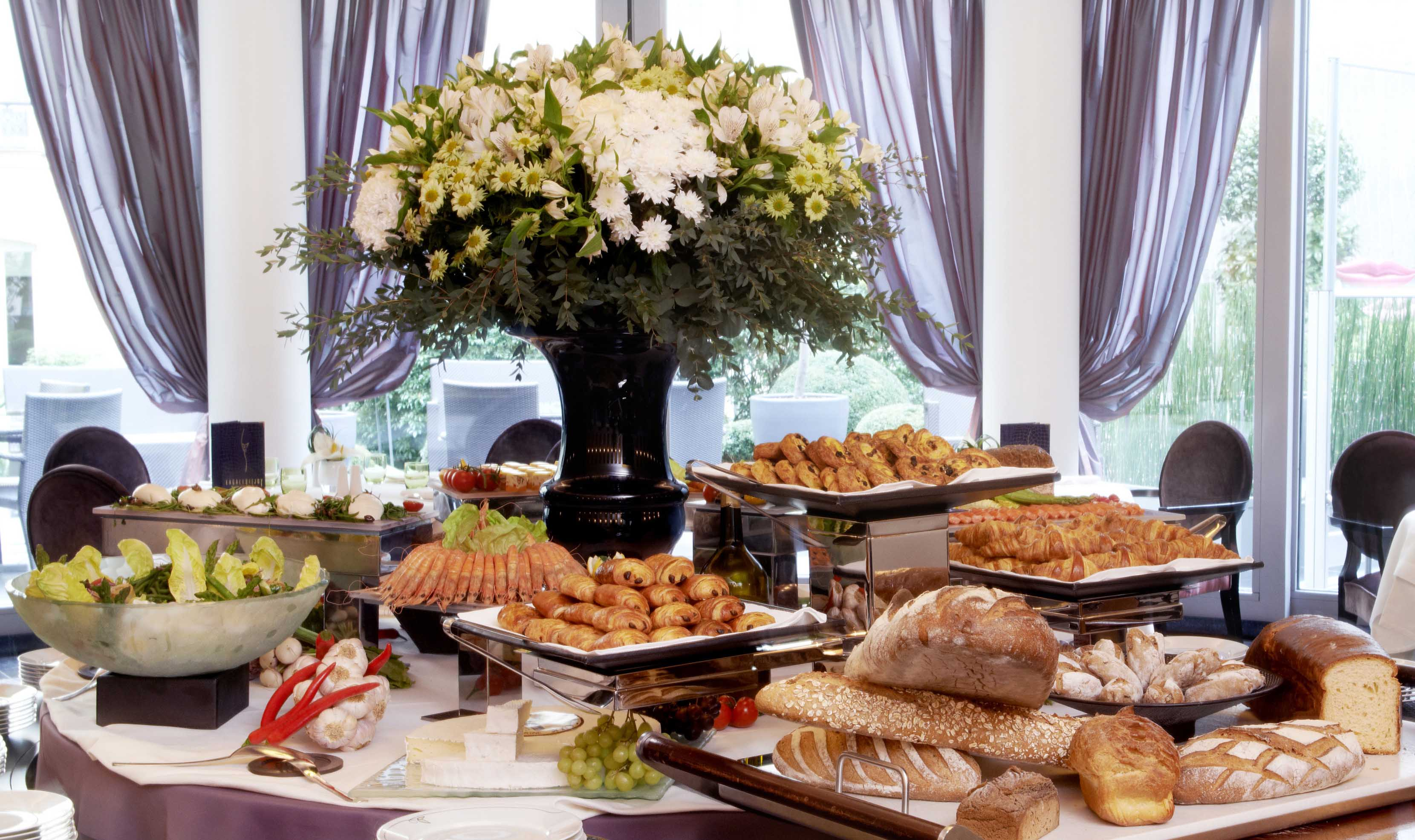 A y est le brunch du fouquet 39 s barri re arrive silencio for Au jardin les amis sunday brunch
