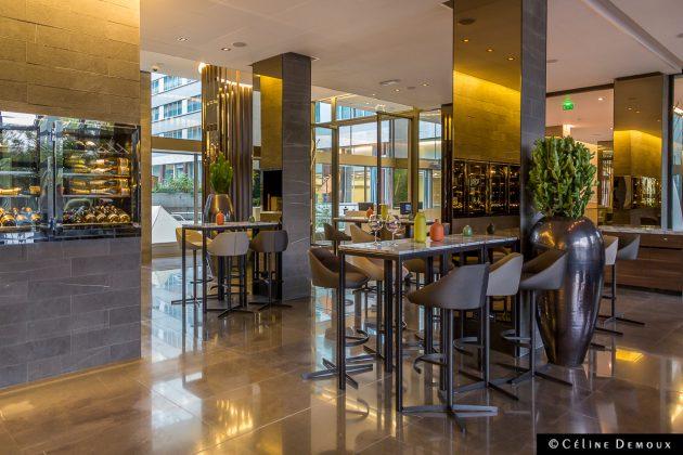 le bar du pullman paris tour eiffel en voil un article qu 39 il est court silencio. Black Bedroom Furniture Sets. Home Design Ideas