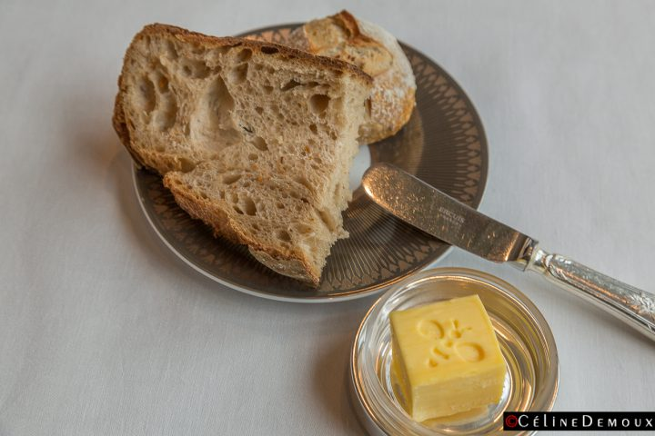 Restaurant-Abeille-Shangri-La-Paris-Silencio-pain