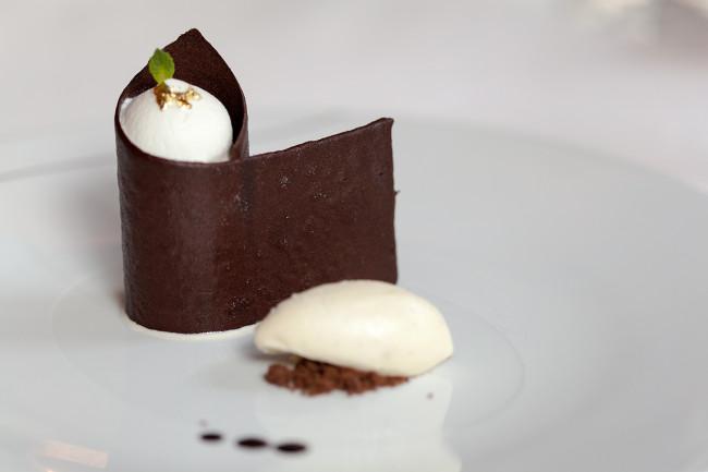 Restaurant-Diane-Fouquets-Barriere-Paris-Silencio-chocolat 01