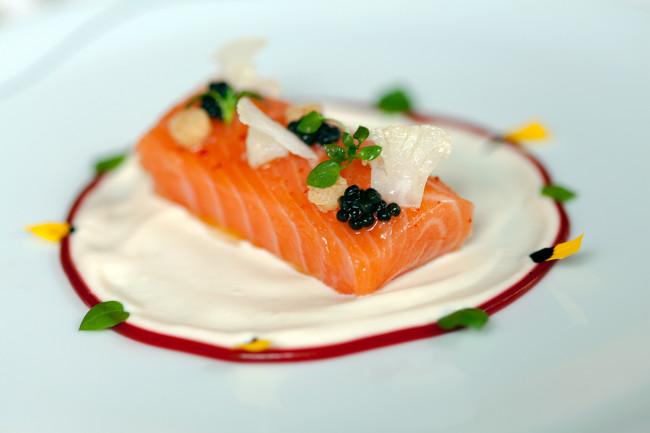 Restaurant-Diane-Fouquets-Barriere-Paris-Silencio-saumon 01
