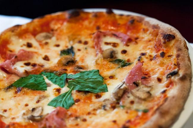 Pizzeria-Chez-Bartolo-Paris-Silencio-pizza 02